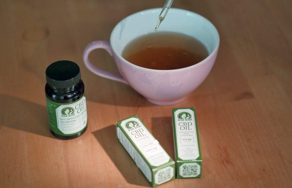 CBD olej a kapsule Sensi Seeds - olej kvapkaný do šálky s čajom